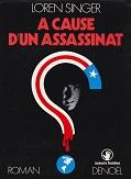 A cause dun assassinat de Loren SINGER Editions Denoël collection Sueurs Froides année 1971 livre broché grand format dimensions 14,3x19,2 cm, 240 pages
